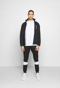 adidas Originals - Kurtka sportowa - black - 1