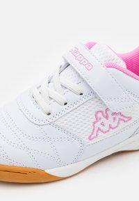Kappa - DAMBA UNISEX - Sports shoes - white/rosé - 5