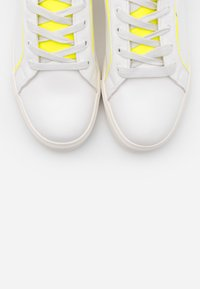 Miss Selfridge - TANYA BINDING TRAINER - Sneakers laag - neon yellow - 5