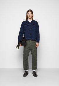 Henrik Vibskov - PLUMBER TWILL PANTS - Trousers - thyme green - 1