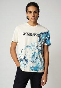 Napapijri - Print T-shirt - new milk - 0