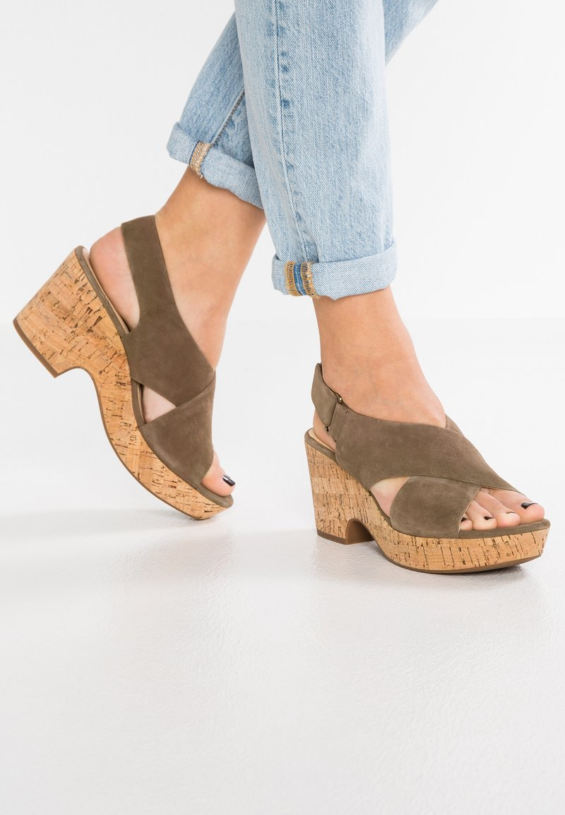 Clarks - MARITSA LARA - Sandály na platformě - olive