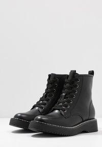 Madden Girl - KURRT - Platåstøvletter - black paris - 4
