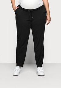 Mamalicious Curve - MLMAIJA PANTS - Teplákové kalhoty - black - 0