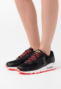 Nike Sportswear - AIR MAX 90 - Sneakers laag - black/flash crimson/green strike/white - 0