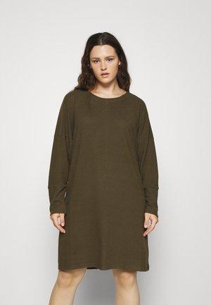 NMCITY BAT SHORT DRESS - Žerzejové šaty - kalamata