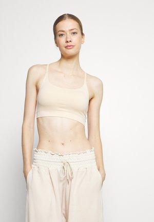 FOUNDATION SEAMLESS YOGA BRA - Medium support sports bra - shell pink