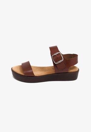 Sandalias con plataforma - marrón