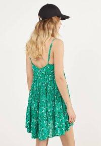 Bershka - Robe d'été - green - 2
