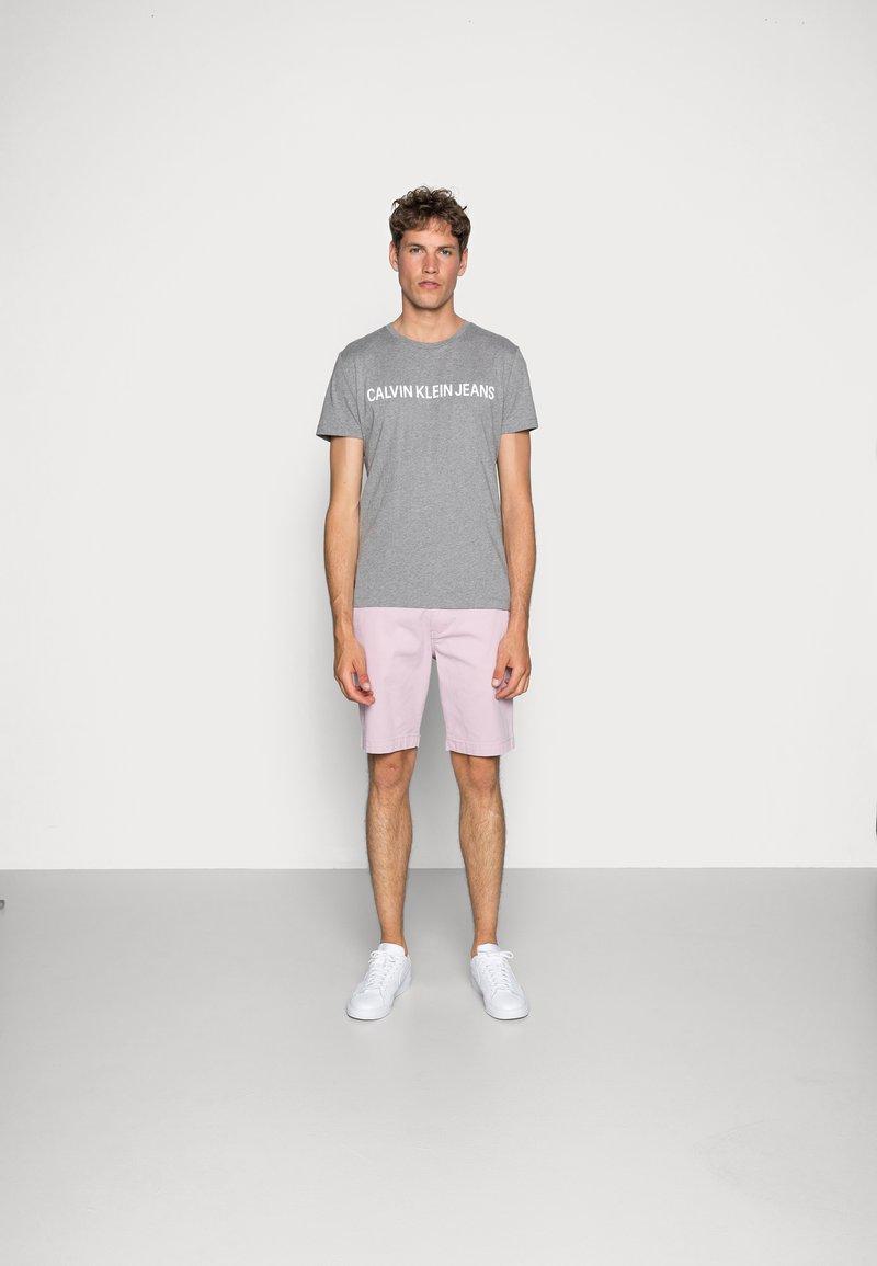 Calvin Klein Jeans - CORE INSTITUTIONAL LOGO TEE - Print T-shirt - grey heather