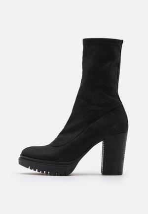 JANICE - Kozačky na vysokém podpatku - delicius black