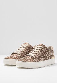 DKNY - EXCLUSIVE T&C LOGO  - Baskets basses - chino - 4