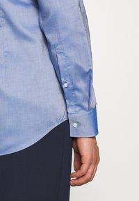 HUGO - KOEY SLIM FIT - Formal shirt - navy - 3