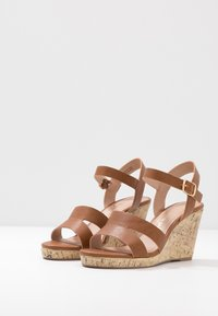 New Look Wide Fit - WIDE FIT POSSUM WEDGE - Højhælede sandaletter / Højhælede sandaler - tan - 4