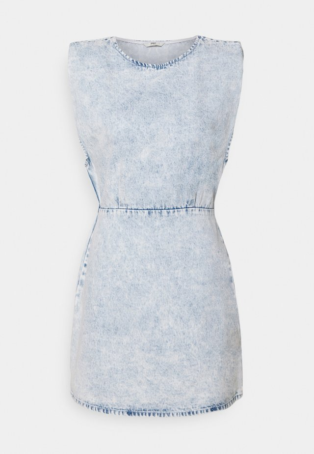 ONLSAGA SHOULDER DRESS - Denimové šaty - light blue denim