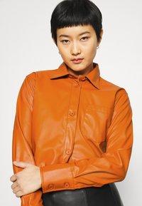 Who What Wear - OVERSIZE  - Blouse - cognac orange - 3