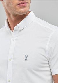 Next - SKINNY FIT SHORT SLEEVE STRETCH OXFORD SHIRT - Shirt - white - 2