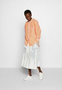 CLOSED - ROWAN - Button-down blouse - mango - 1