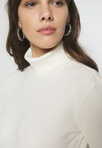 Gestuz - ROLLA ROLLNECK - Long sleeved top - off white - 3