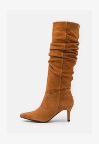 SLFLEA POINTY - Boots - cognac