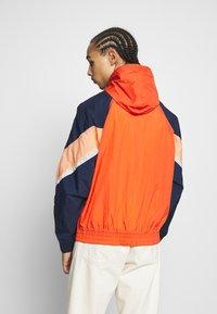 Nike Sportswear - Windbreaker - mantra orange/obsidian/orange frost - 2