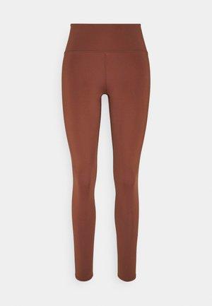 SPORT LEGGINGS - Medias - brown medium dusty