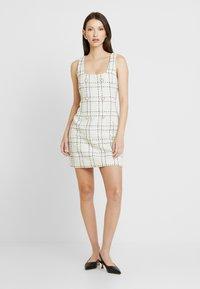 Miss Selfridge - PINNY DRESS - Robe d'été - ivory - 0