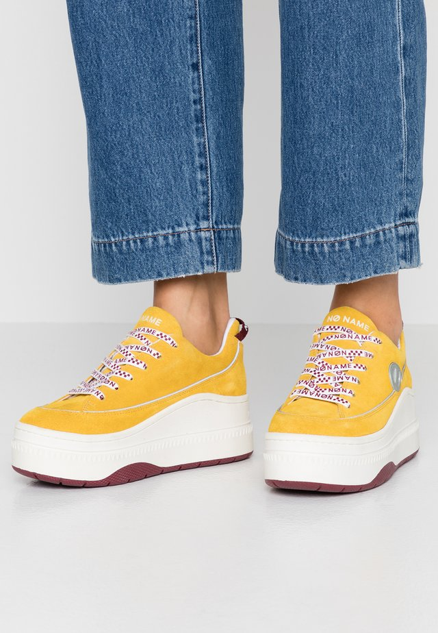 JUMP DERBY - Sneakers laag - yellow