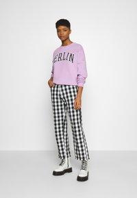Even&Odd - Printed Crew Neck Sweatshirt - Sweatshirt - lilac - 1