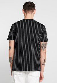 Mennace - TEE WITH EMBROIDERY - T-shirt con stampa - black - 2