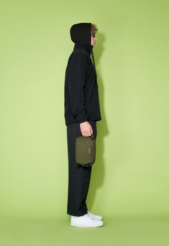 RE-CONSIGNED ELLIS - Wash bag - green