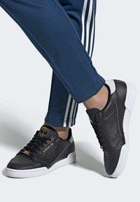 adidas Originals - CONTINENTAL 80 SHOES - Trainers - black - 1