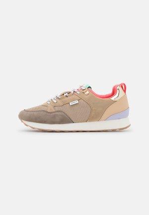 ONLSAHEL - Sneakers laag - taupe