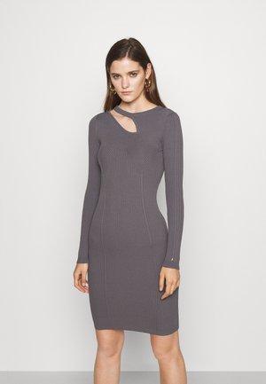 DRESS - Abito in maglia - road gray