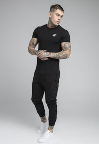 SIKSILK - FITTED CUFF PANTS - Pantalones cargo - black - 1