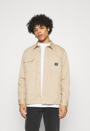 BOX POCKET OVERSHIRT - Tunn jacka - service sand