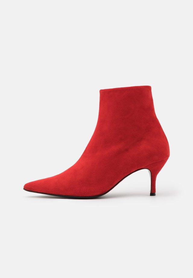 Classic ankle boots - campari