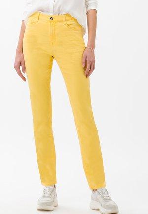 STYLE CAROLA - Slim fit jeans - yellow
