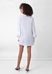 Ro&Zo - PINTUCK   - Button-down blouse - white - 1