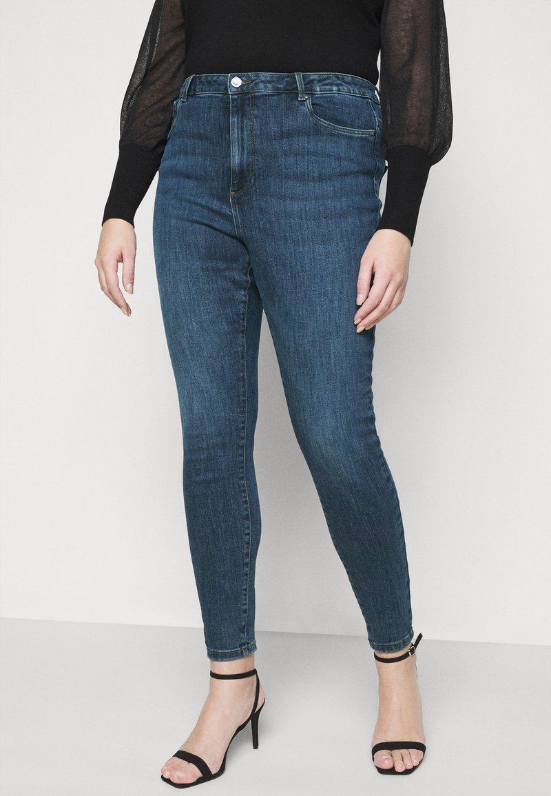 Vero Moda Curve - VMLOA RAW - Jeansy Skinny Fit - medium blue denim