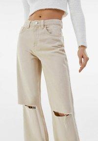 Bershka - Flared jeans - beige - 3