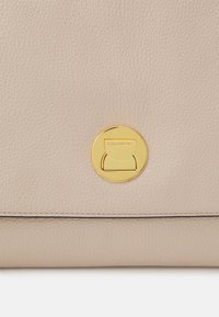 Coccinelle - LIYA CROSSBODY - Handbag - powder pi/taupe - 5