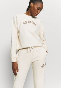 P.E Nation - DROP SHOT TRACK PANT - Tracksuit bottoms - pearled ivory - 3