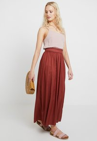 ONLY - ONLVENEDIG LIFE LONG SKIRT - Maxirock - henna - 2