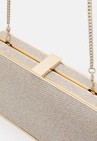 Forever New - BELLE FRAME HARDCASE - Clutch - soft gold - 3
