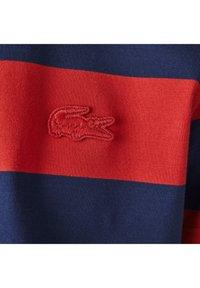 Lacoste - Print T-shirt - bleu rouge - 5