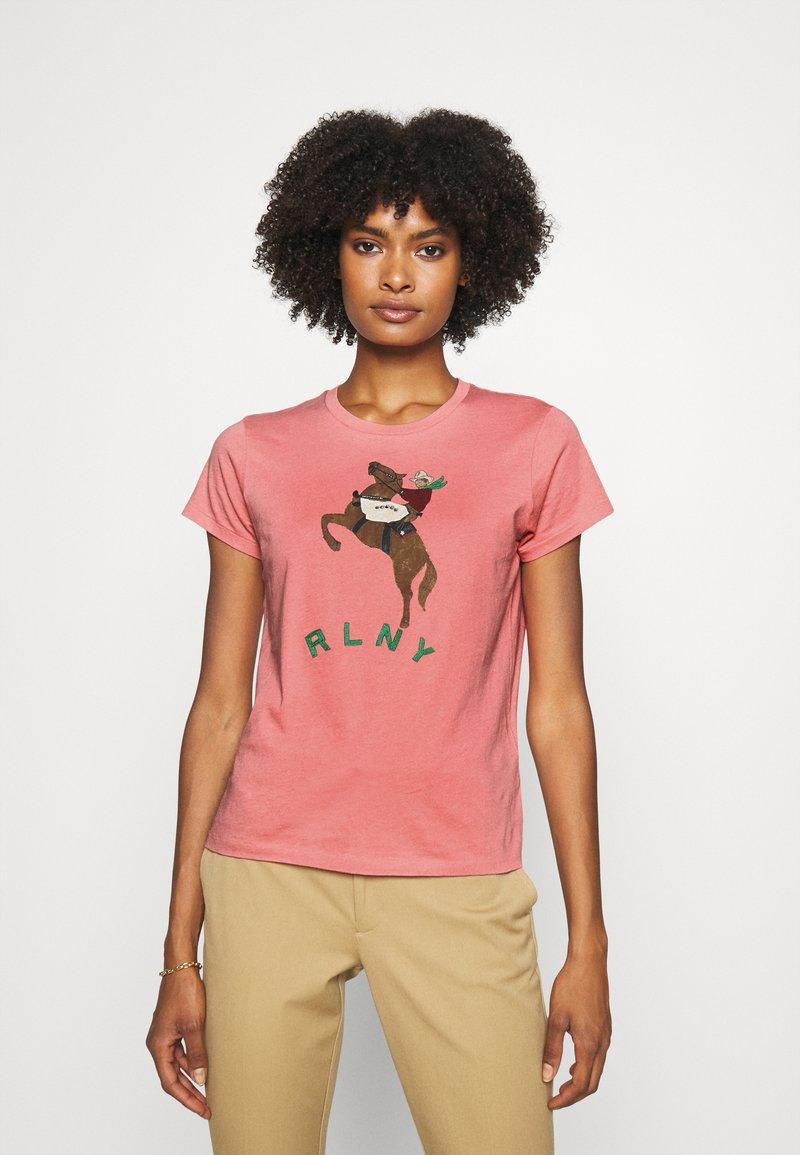 Polo Ralph Lauren - SHORT SLEEVE - T-shirt z nadrukiem - desert rose