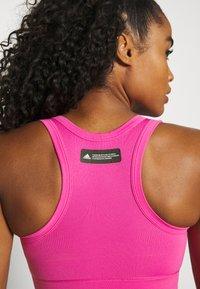 adidas Performance - DESIGNED4TRAINING FORMOTION COMPRESSION - Medium support sports bra - screaming pink - 4