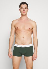 Calvin Klein Underwear - LOW RISE TRUNK 3 PACK - Shorty - khaki