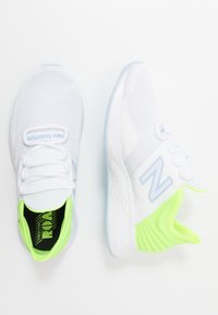 New Balance - FRESH FOAM ROAV - Zapatillas de running neutras - white - 1